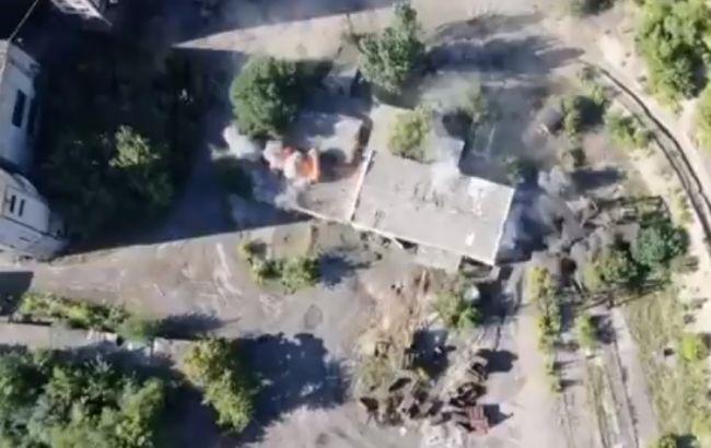 """Так горять БМП терористів: в мережі показали, як ВСУ розгромили техніку """"ДНР"""" з трьох пострілів"""