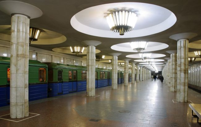 У харківському метро чоловік з ножем накинувся на поліцейського