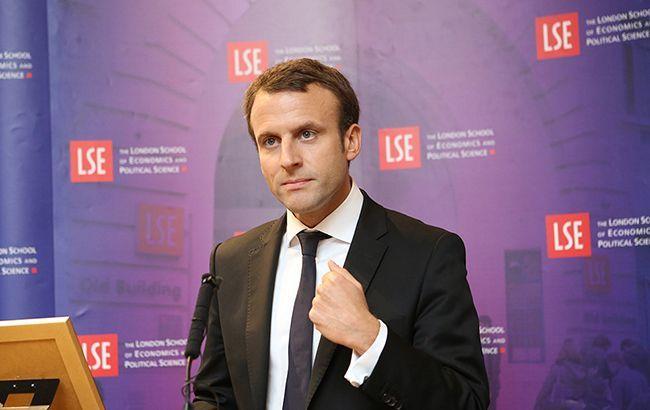 Европе пора пересмотреть отношения с Россией, - Макрон