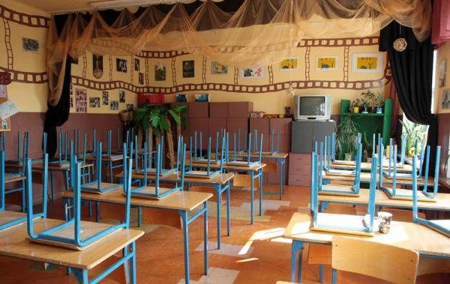 Фото: у багатьох школах України введено карантин