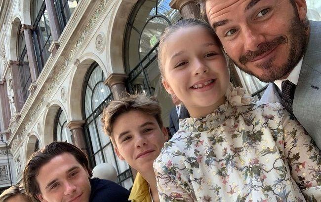 Семейная идиллия: Дэвид Бекхэм с детьми трогательно поздравили Викторию с выходом новой коллекции