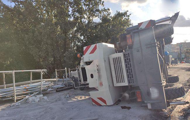В Киеве во время реставрации моста упал строительный кран
