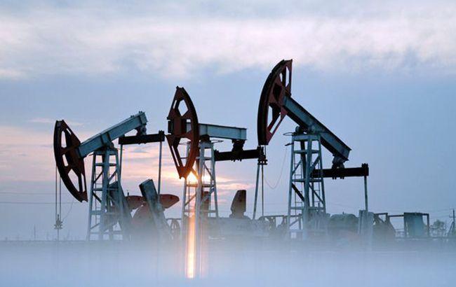 Цены на нефть впервые за 2,5 года упали ниже 49 долларов