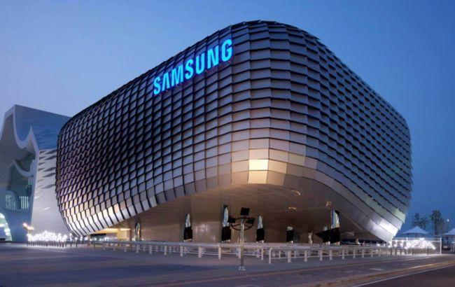 Samsung выпустил новый смартфон со складывающимся экраном