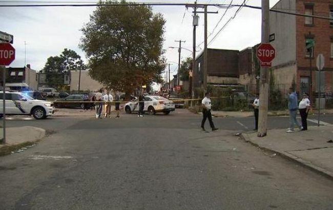 В США неизвестный открыл стрельбу на улице, есть жертвы