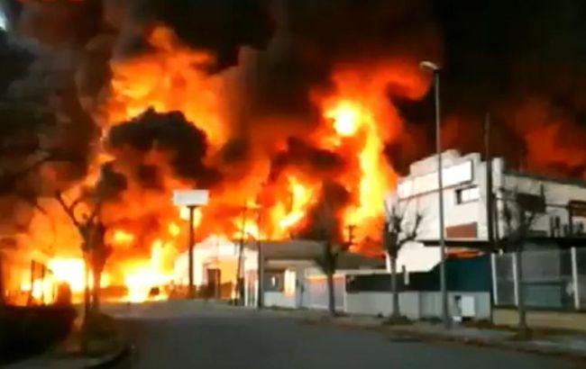 Під Барселоною горить завод з хімікатами, людей евакуюють