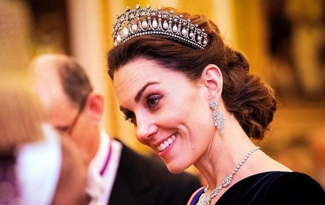 Королевский выход: Кейт Миддлтон блистает во дворце в роскошном платье и драгоценной тиаре