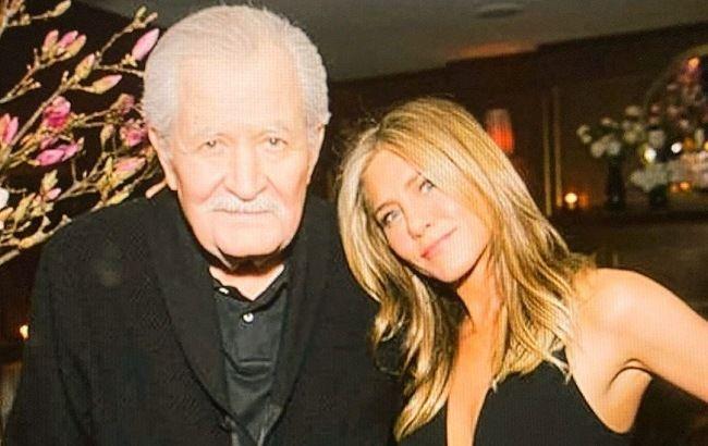 Тогда и сейчас: Дженнифер Энистон растрогала редкими фото с 86-летним отцом