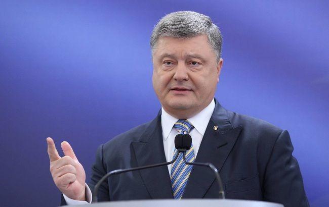 """""""Прямой"""" и """"5 канал"""" показали новогоднее обращение Порошенко вместо президента"""
