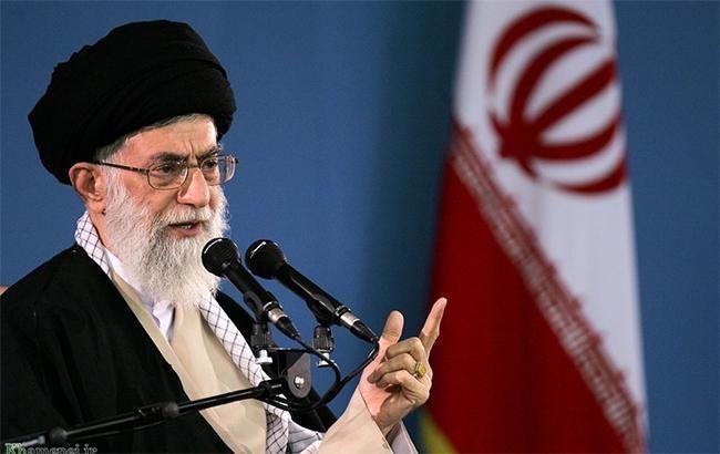 Верховний лідер Ірану захищає військових, які збили літак МАУ