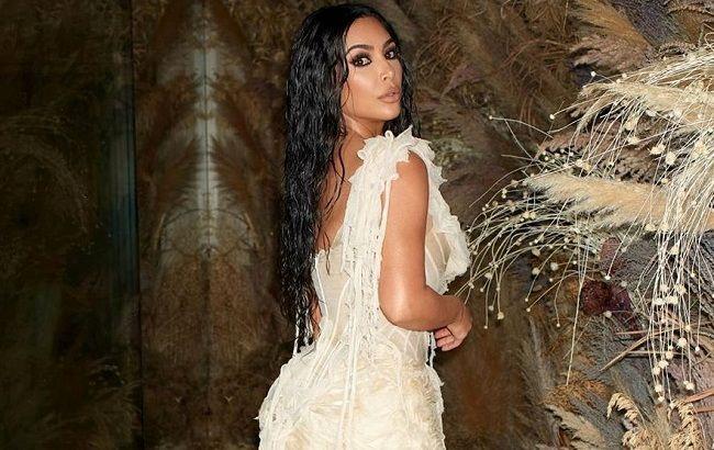 """Морская богиня: Ким Кардашьян блистает в """"устричном"""" платье Alexander McQueen на Оскар 2020"""