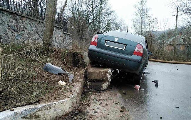 У Полтаві водій тікав від поліцейських і врізався у відбійник