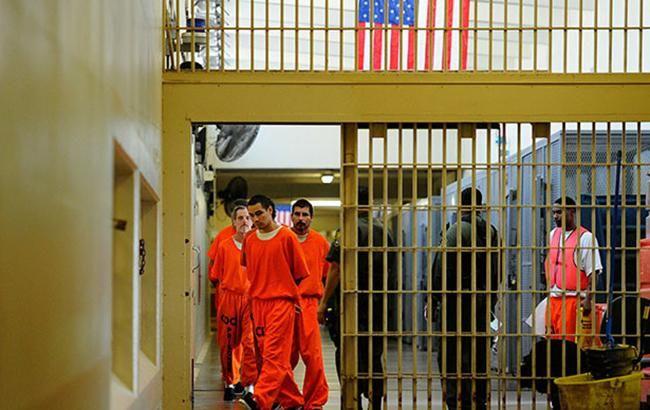В США часть заключенных переведут на домашний арест из-за коронавируса