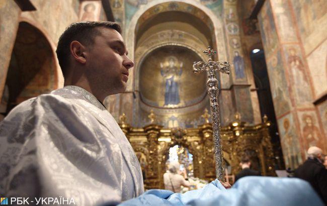 Карантин в Україні: які штрафи передбачені за походи у церкву та на цвинтар