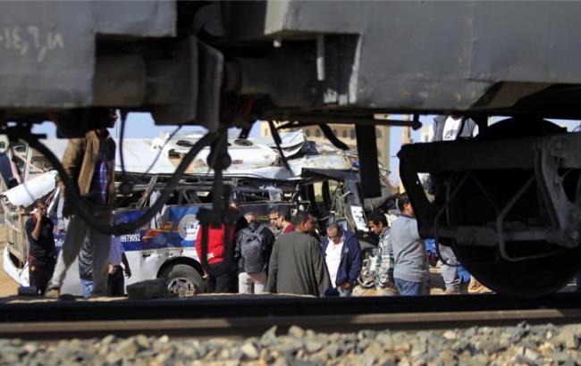 У Єгипті потяг зіткнувся з бетонною огорожею: поранено більше 40 осіб