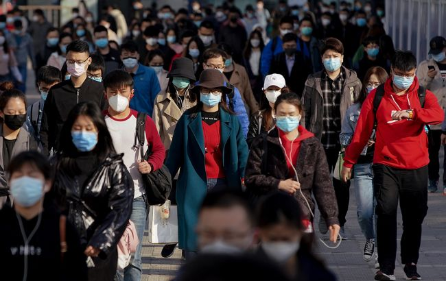 """Город в Китае переходит в """"режим военного времени"""" для борьбы с COVID-19"""