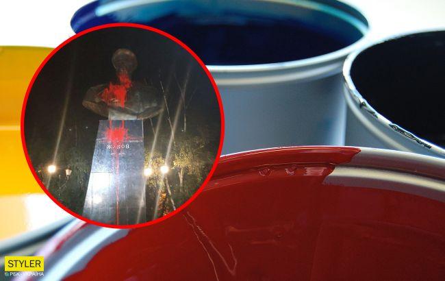 У Харкові бюст Жукова обливають червоною фарбою: другу ніч поспіль