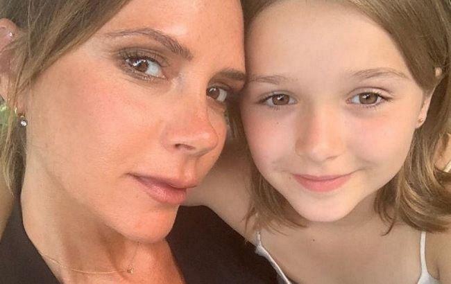 Какая же она хорошенькая! Виктория Бекхэм порадовала новым фото подросшей дочери