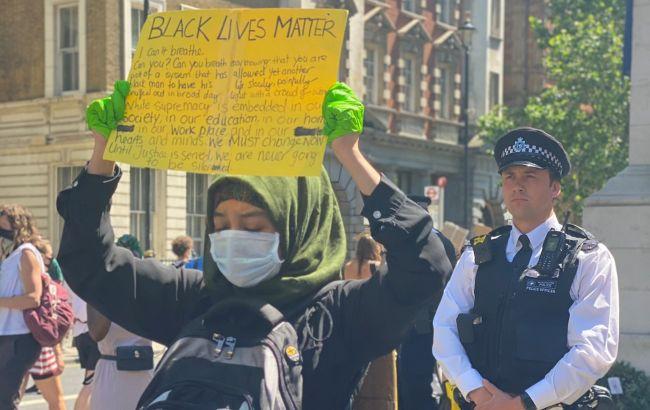 У Британії та Німеччині сотні людей вийшли підтримати протести в США
