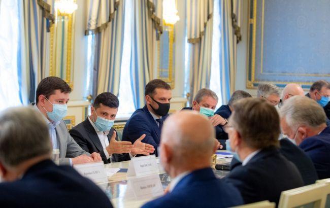"""Зеленский обсудил с ректорами, как решить проблему """"кадрового голода"""""""