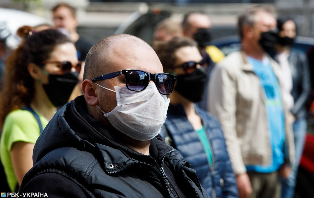 Число нових випадків коронавірусу в Україні знижується другий день поспіль