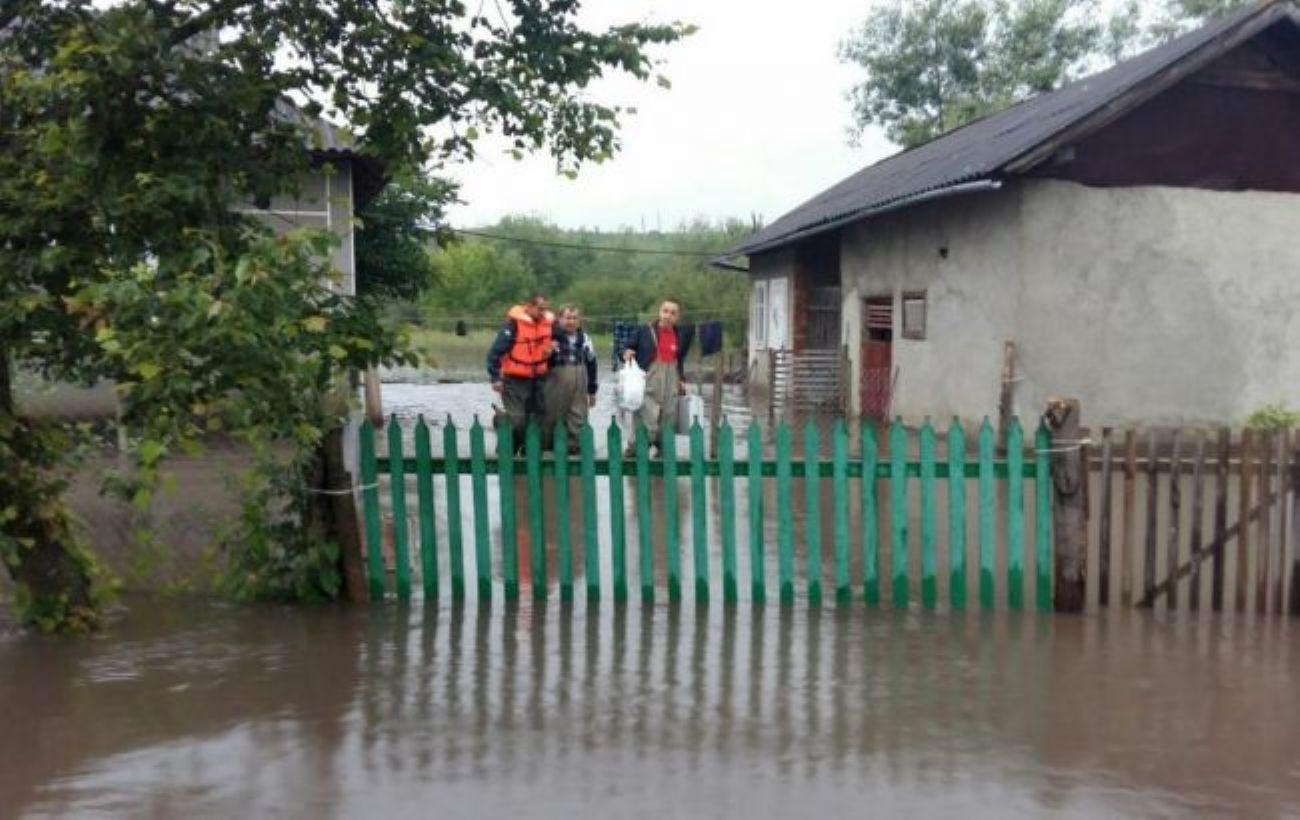 Постраждалі від негоди області України отримають гумдопомогу
