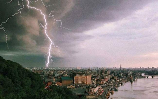 Град, шквалы и грозы: синоптики предупредили об ухудшении погоды в Украине