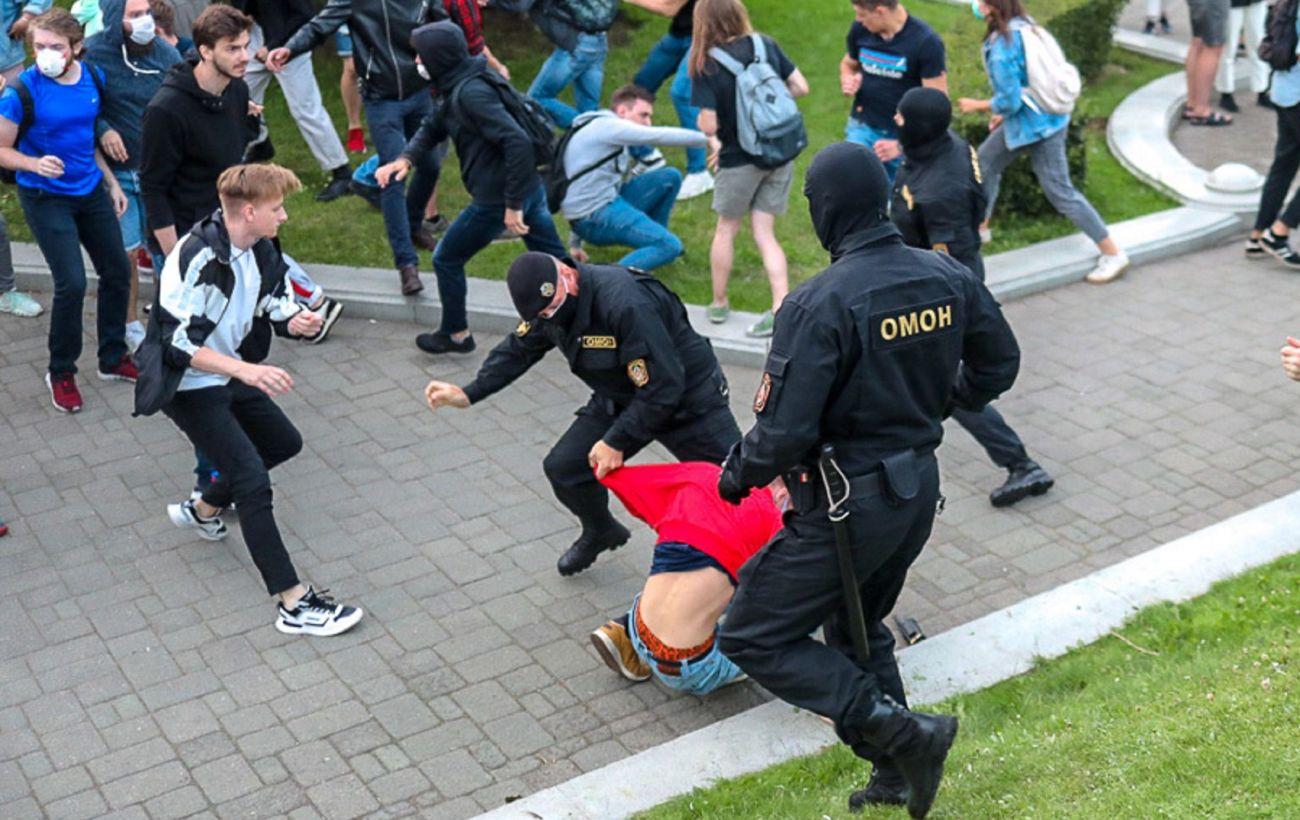 Протесты в Беларуси: в Минске задержали более 100 человек
