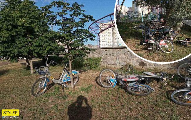 У київському парку хулігани понівечили припарковані велосипеди: мережа прийшла в лють