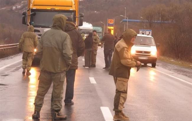 Фото (mukachevo.net): блокада фур РФ на Закарпатті