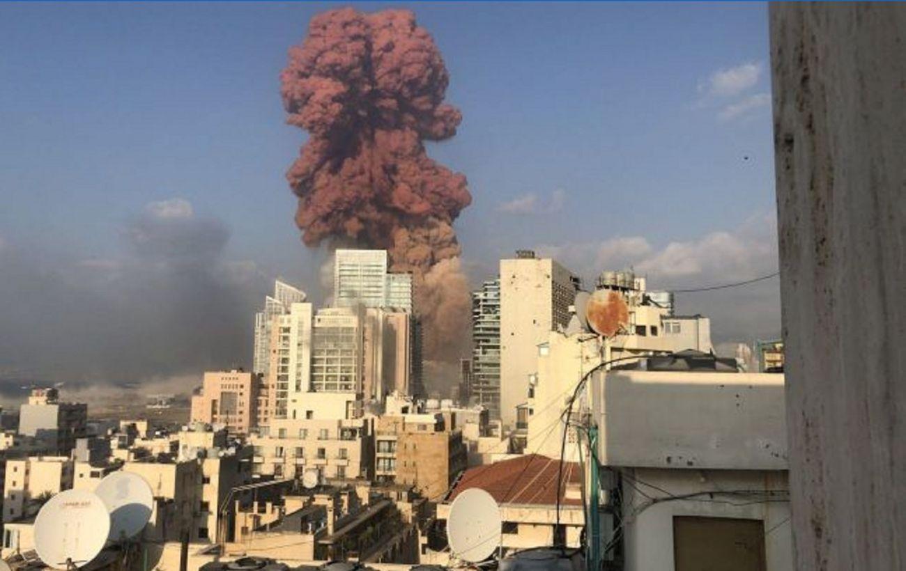 Разрушены районы, больницы переполнены: что известно о взрыве в Бейруте