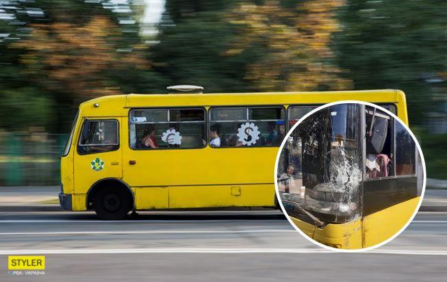 """У Києві маршрутник протаранив тролейбус через """"погоню за пасажирами"""" (фото)"""
