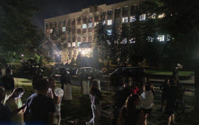 Протести в Білорусі: ОМОН опустив щити в двох містах