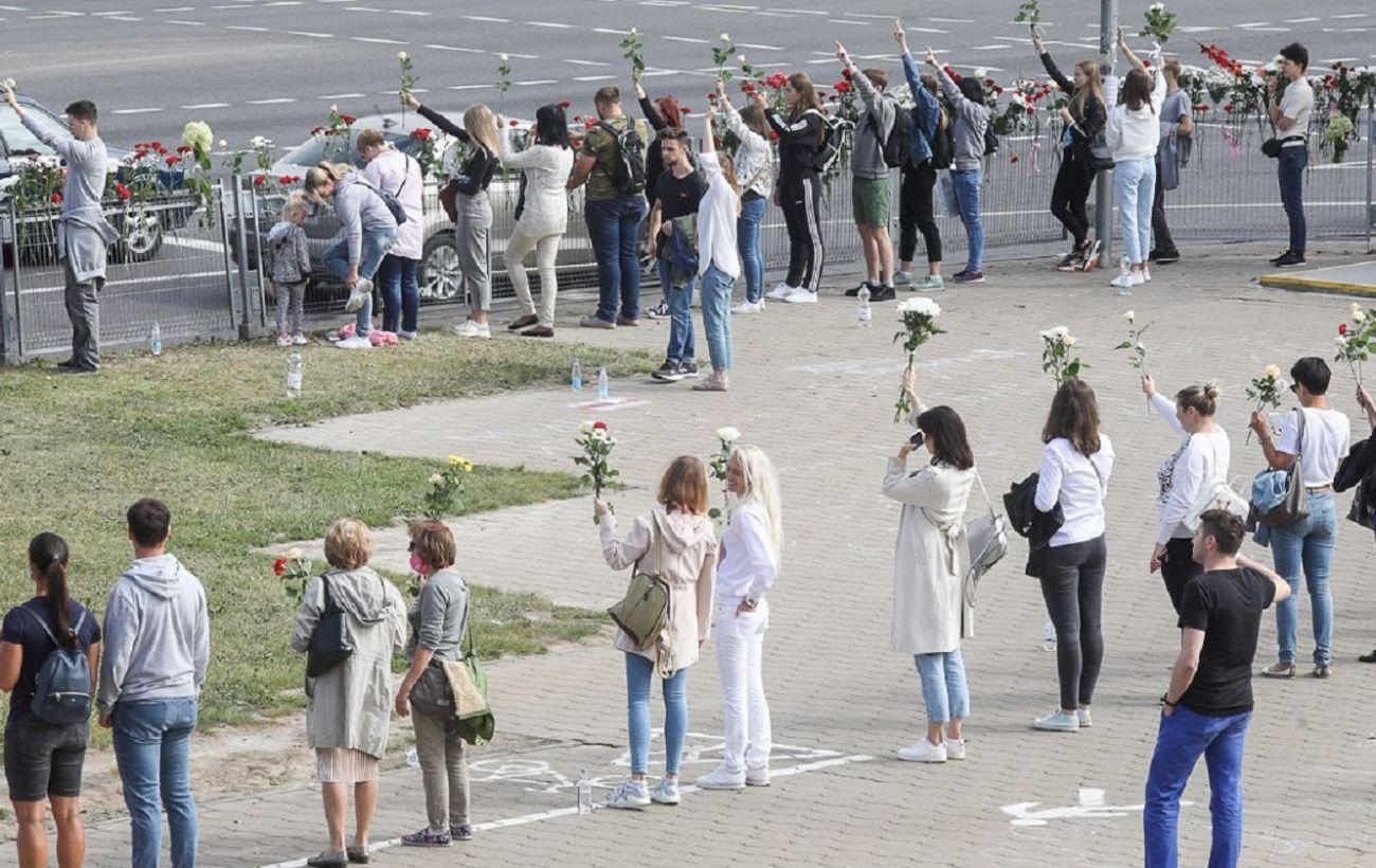 Ситуация в Беларуси: люди выходят на цепи солидарности и бастуют на заводах