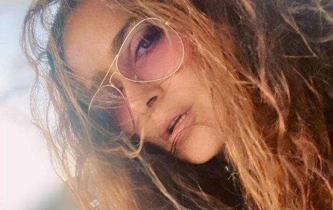 Невероятно молодая: 54-летняя Сальма Хайек похвасталась идеальной фигурой в откровенном купальнике