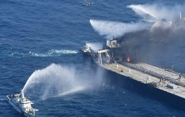 Біля берегів Шрі-Ланки четвертий день горить танкер з нафтою