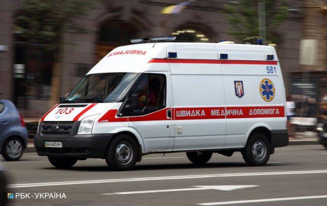В Киеве неизвестным веществом в квартире отравилась семья и три медика