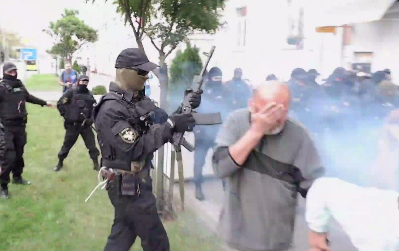 В Гомеле во время разгона протеста силовик стрелял из автомата