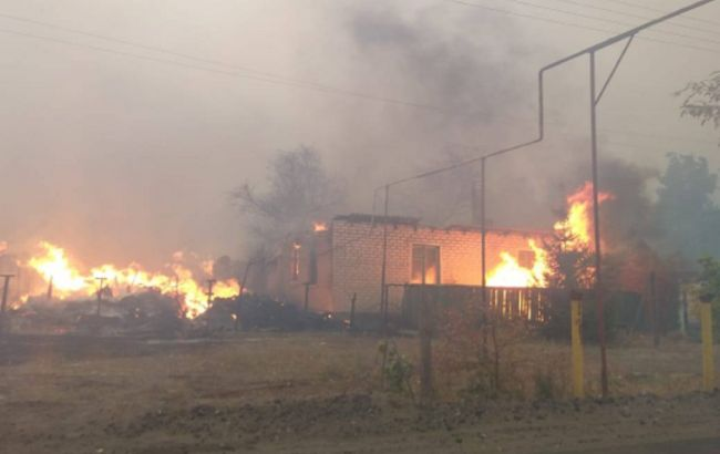 Пожары в Луганской области: в селах горят десятки домов, огонь окружил Северодонецк