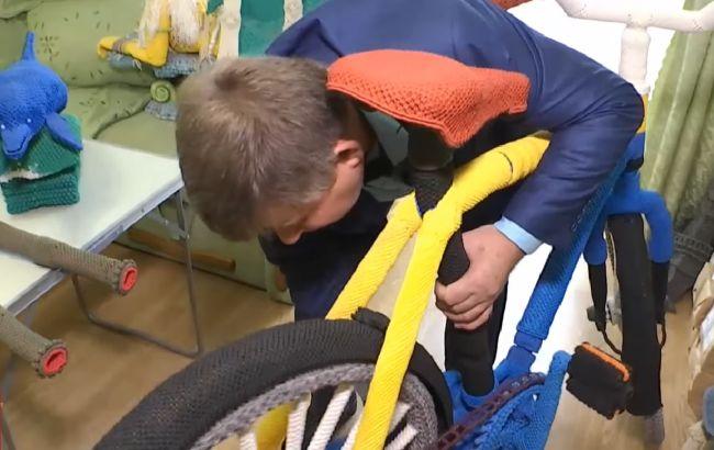 Український майстер макраме зв'язав велосипед і потрапив в Книгу рекордів (відео)