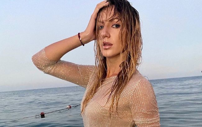 Спокуслива русалочка: Леся Нікітюк показала ідеальну фігуру в прозорій сукні