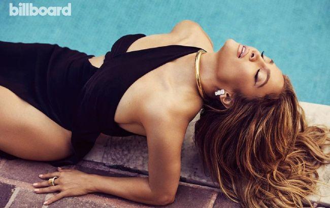 Найгарячіша в світі: 51-річна Дженніфер Лопес в яскравих образах підкорила розкішним тілом