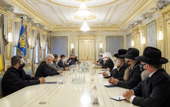 Зеленський запропонував залучити в ТКГ представників релігійних організацій
