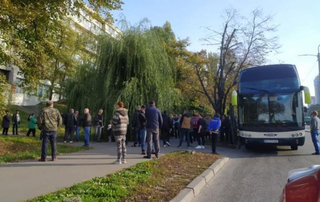 У Київ приїхали два автобуси з Житомирської області для голосування за гроші, - МВС
