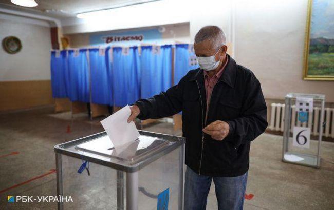 Вибори в Києві проходять спокійно, надійшло понад 300 заяв про порушення, - поліція