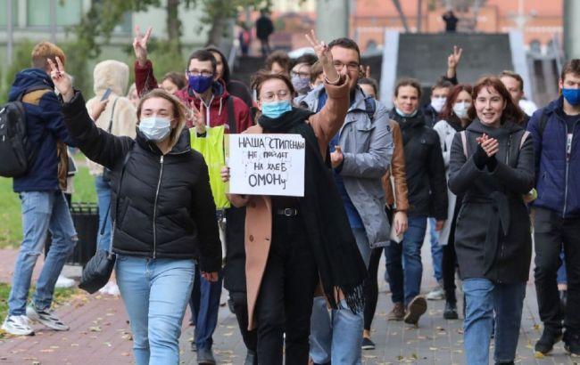 Ситуація в Мінську: студентів розганяють і затримують, вони заблокували вулицю