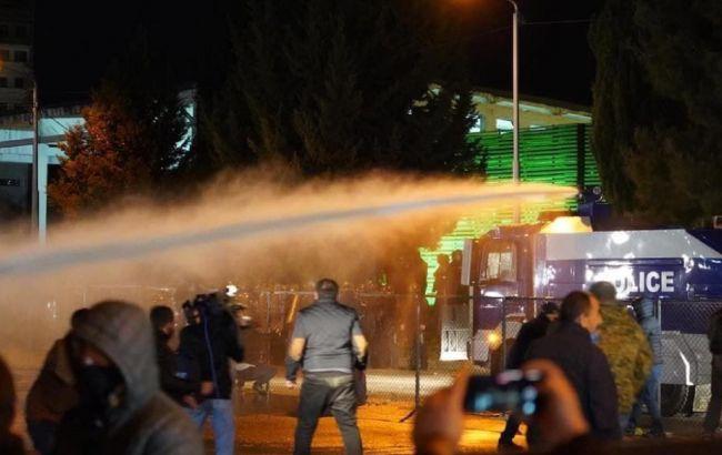 У Грузії поліція розігнала водометами протестувальників біля будівлі ЦВК