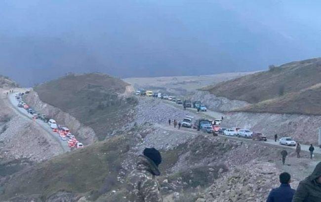 На дороге из Карабаха в Армению образовался огромный затор