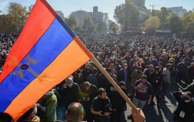 У столиці Вірменії поліція заблокувала протестну автоходу