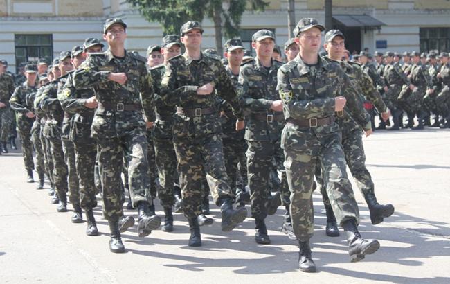 Фото: Студенты в Сумах - выпускники военной кафедры (sumdu.edu.ua)